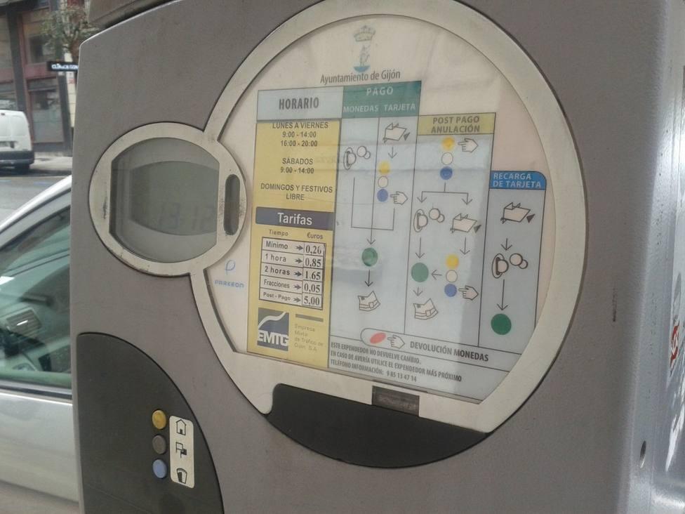 Una de las máquinas de la ORA de Gijón