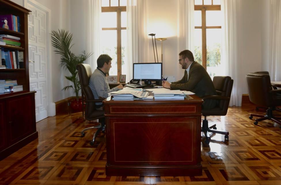 El presidente de la Diputación, Carlos Mazón, junto al diputado provincial Adrián Ballester