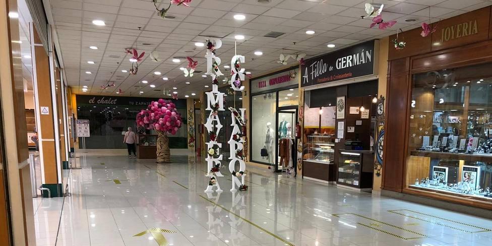 Interior del Centro Comercial de Narón