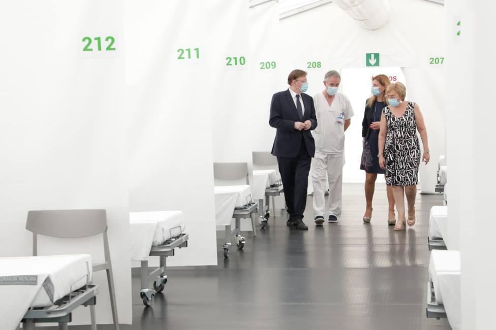 Ximo Puig y Ana Barceló en la visita al hospital de campaña instalado junto al General de Castellón
