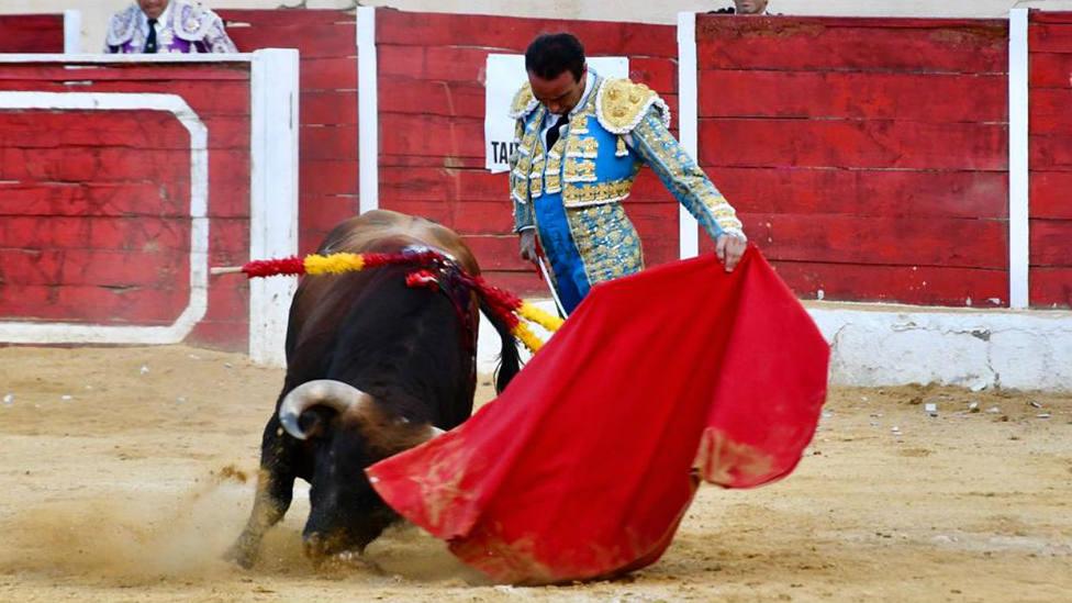 Enrique Ponce durante la faena al cuarto toro de Román Sorando