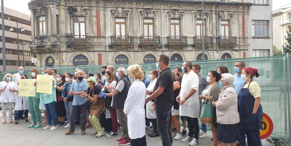 Denuncian que las obras de peatonalización de Quiroga Ballesteros ahogan a la Plaza y al Mercado de Abastos