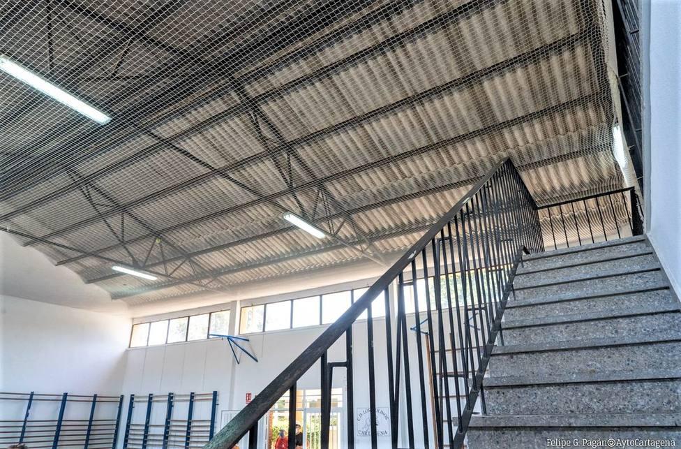 El Ayuntamiento de Cartagena adelanta la retirada de techos con amianto en los colegios
