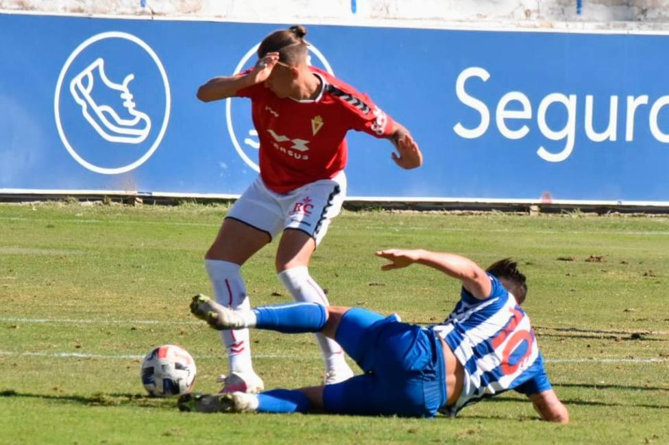 El Real Murcia vuelve a caer víctima de sus errores ante el Alcoyano (1-0)