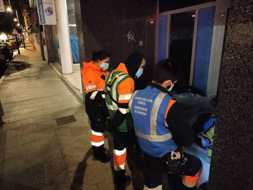 Algunas de las personas sin techo pernoctan en los cajeros de la ciudad. FOTO: Concello de Ferrol