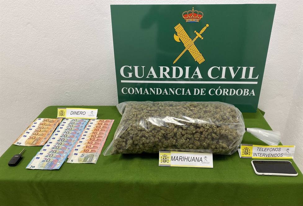 Dos detenidos con 1,5 kilos de marihuana tras intentar evitar un control de movilidad en Pozoblanco