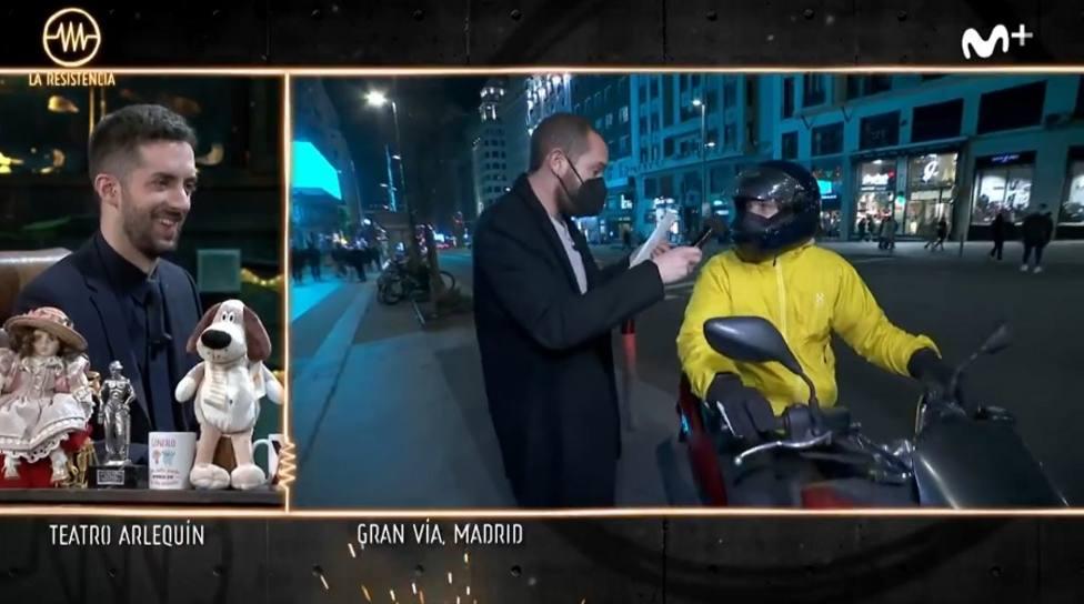 La reacción de Broncano en La Resistencia tras ofrecer 500 euros a un motorista anónimo: ¿Dónde va?
