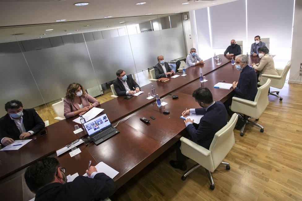 Los regidores han escuchado las propuestas y también han traslado su opinión - FOTO: Xunta / Conchi Paz