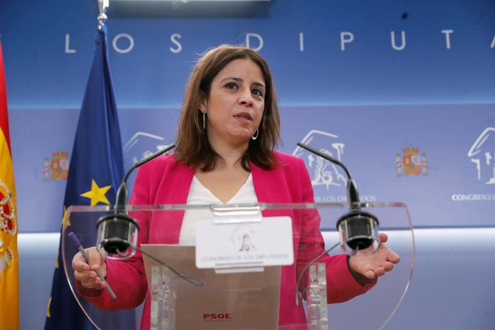 La portavoz del PSOE, Adriana Lastra, durante la rueda de prensa ofrecida este martes en el Congreso