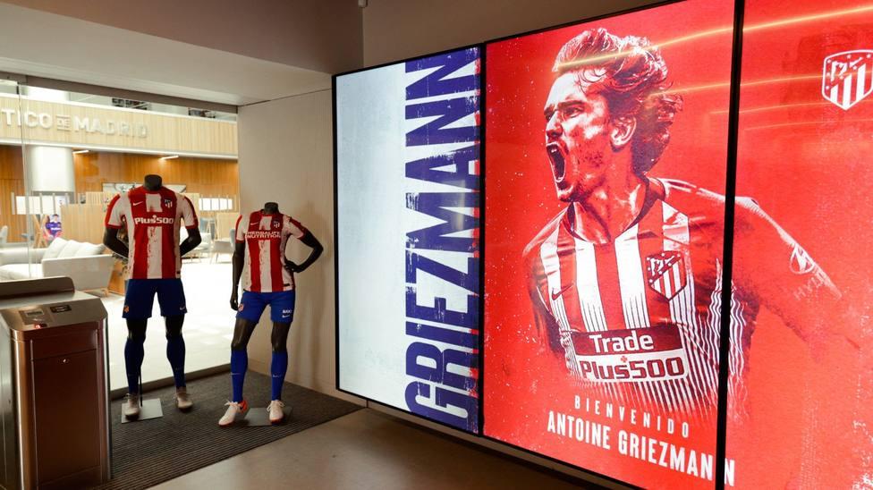 La nueva camiseta del Atlético de Madrid con el nombre de Griezmann (@Atleti)