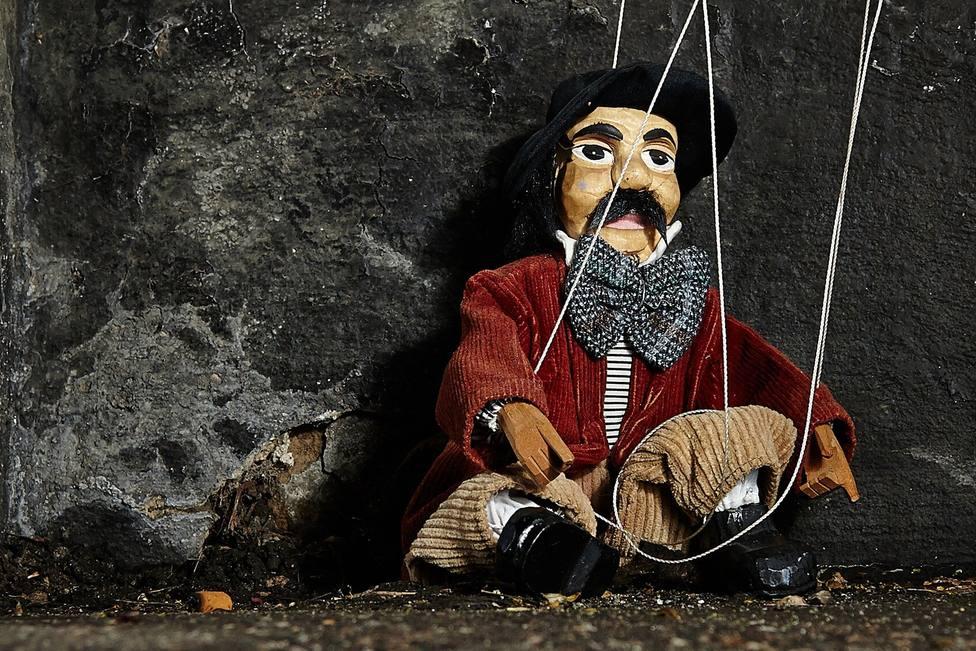 ctv-mqq-marionette-2470594 1920