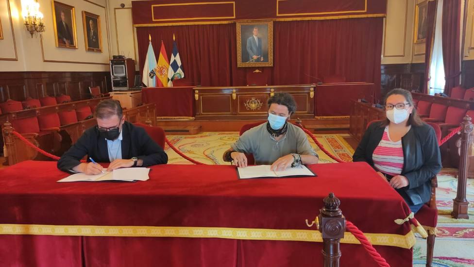 Firma del convenido con el centro de día O Mencer de las Oblatas. FOTO: concello Ferrol