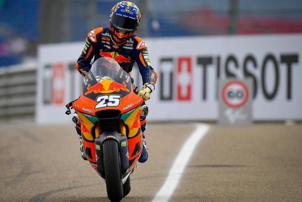 Raúl Fernández arrasa en Moto2 tras pasar por quirófano