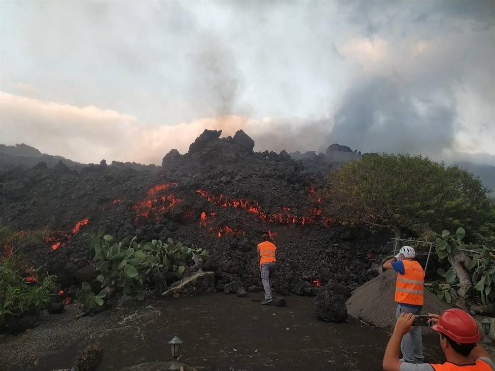 La lava sigue arrasando Todoque pero disminuye su velocidad mientras los expertos dudan de su llegada al mar
