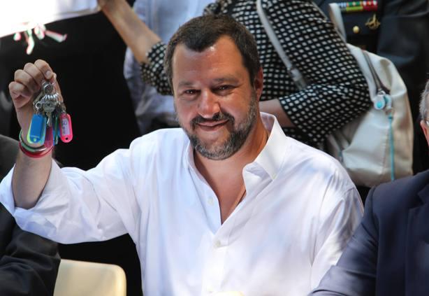 Salvini permitirá atracar al barco en italia solo si los inmigrantes son reubicados por Europa