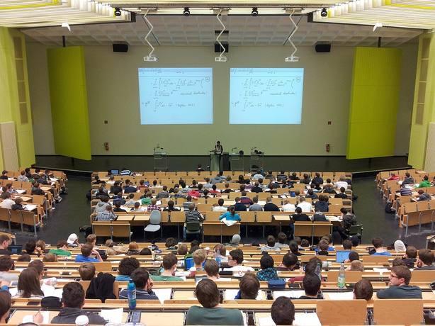 Universidad en imagen de archivo