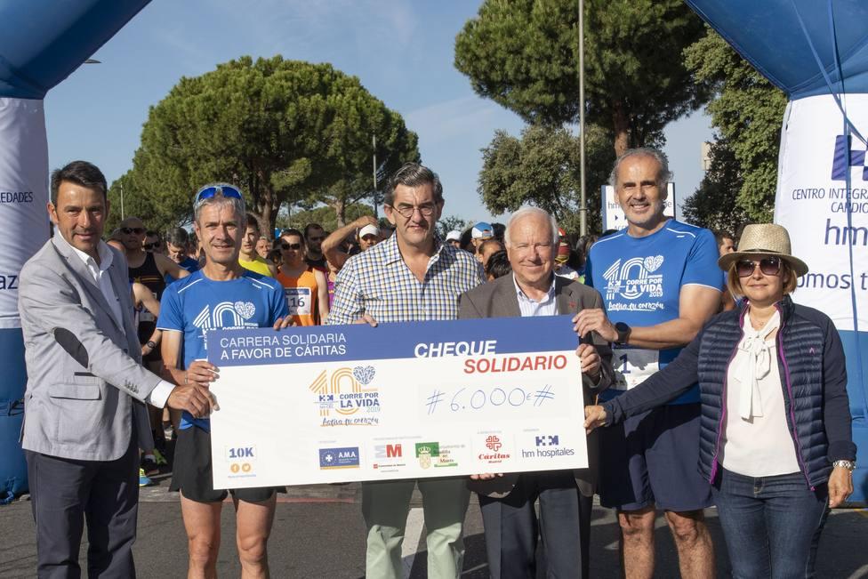 La carrera benéfica HM CIEC-Corre por la vida recauda 6.000 euros, que fueron donados a Cáritas Madrid