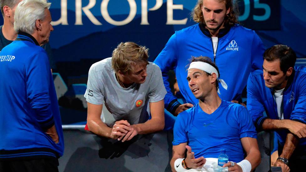 Rafa Nadal conversa con sus compañeros de equipo para la Laver Cup. CORDONPRESS