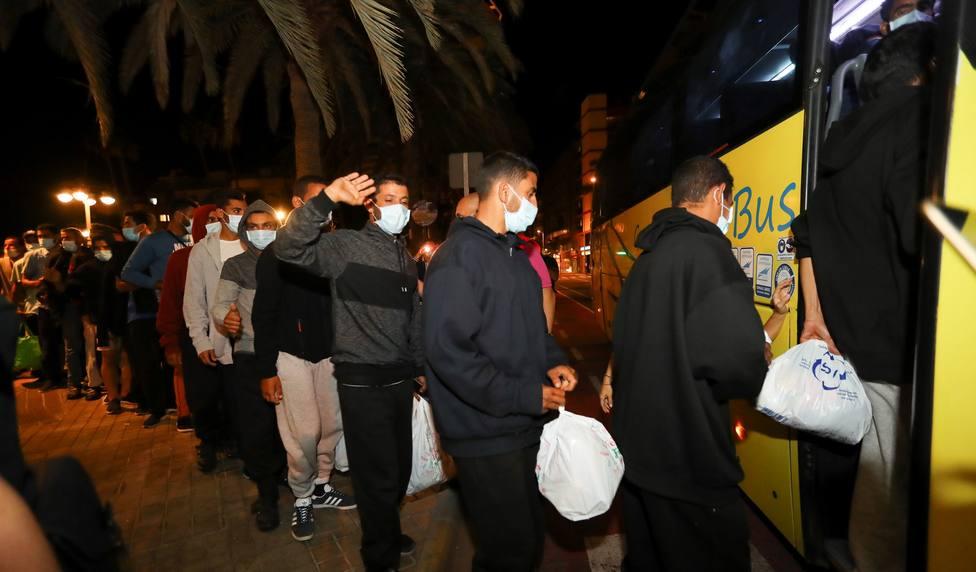 Migraciones y el Gobierno de Ccanarias realojan a los inmigrantes que abandonaron Arguineguin