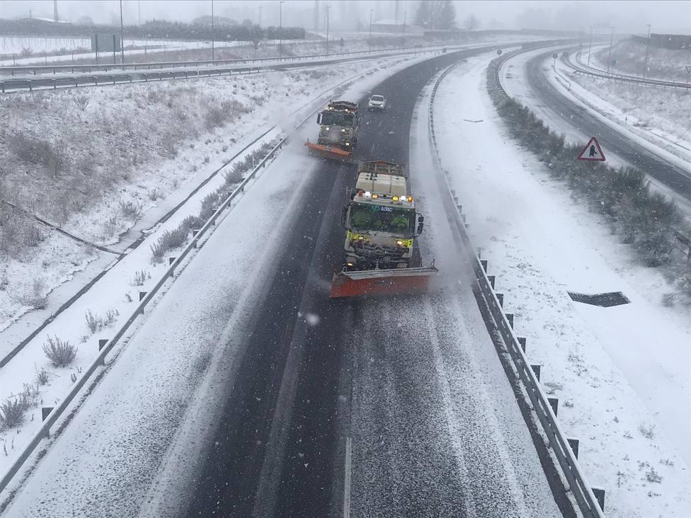La nieve de Filomena dificulta el tráfico en la red principal de carreteras