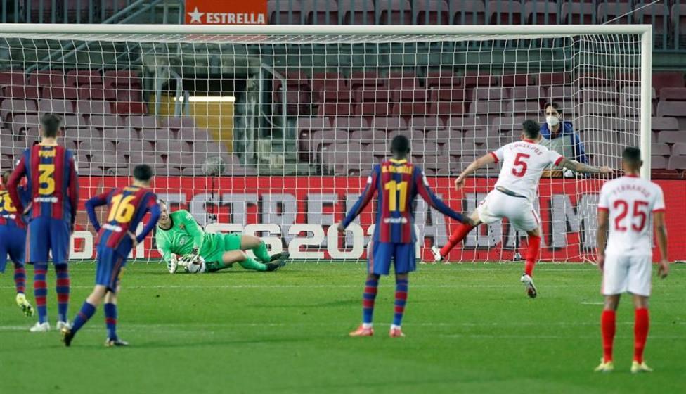 Ter Stegen detiene el penalti a Ocampos