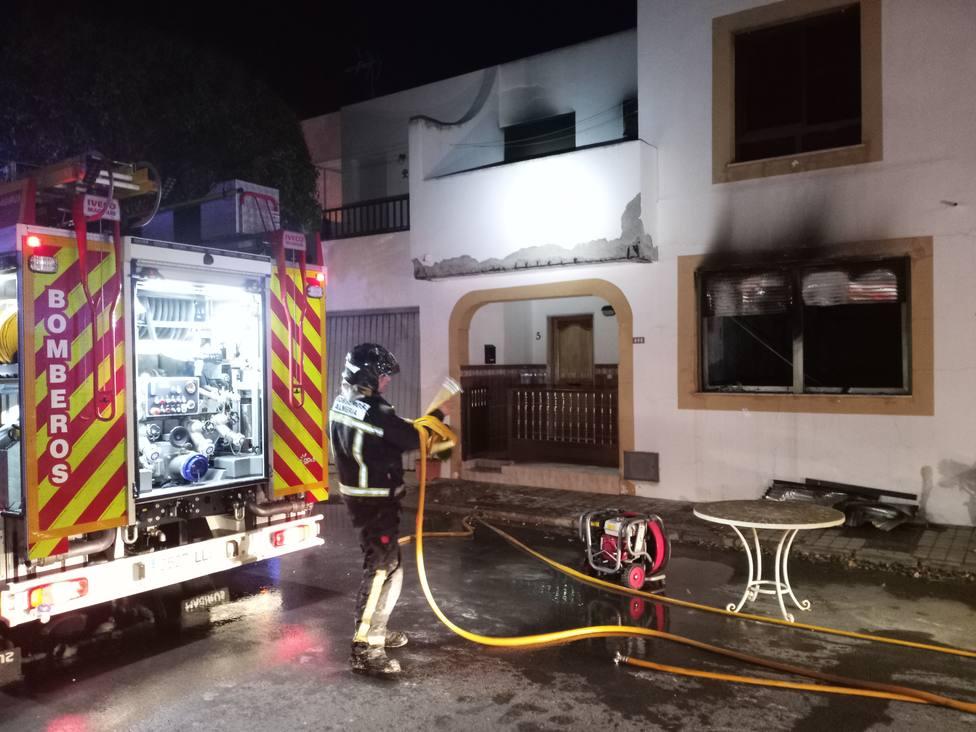 Extinguido un incendio en un dúplex en Cabo de Gata sin heridos