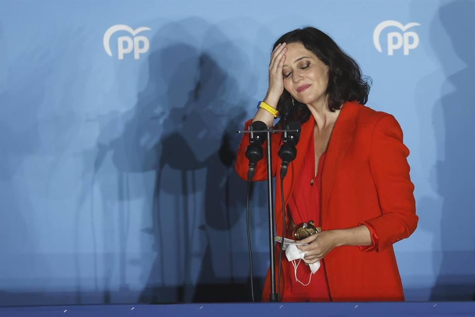 Ayuso, en el balcón de Génova tras arrasar en las elecciones: España es otra cosa, señor Sánchez