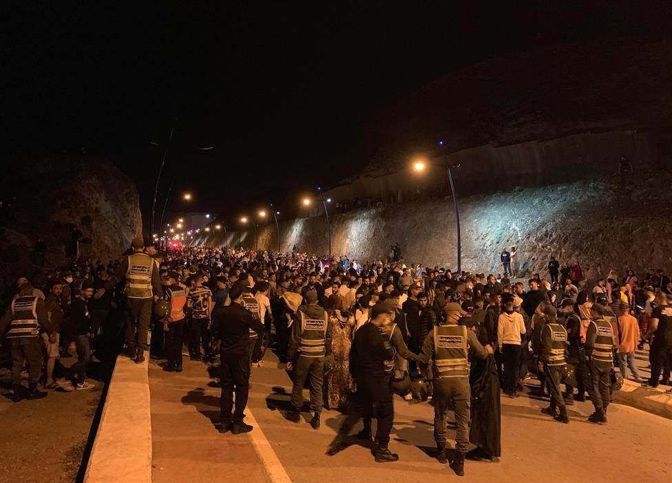 Noche de tensión en las calles de Ceuta tras la intervención policial en varios altercados y peleas