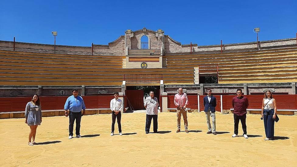 Isaac Fonseca y Álvaro Burdiel en la plaza de toros de Miraflores de la Sierra (Madrid)