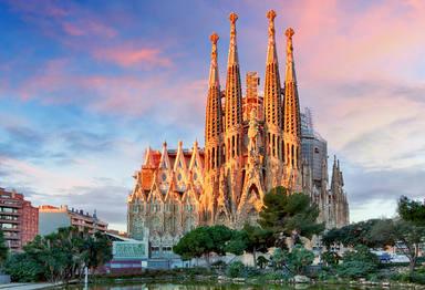 Barcelona,,Spain,-,February,10,,2016:,Sagrada,Familia,Basilica,In