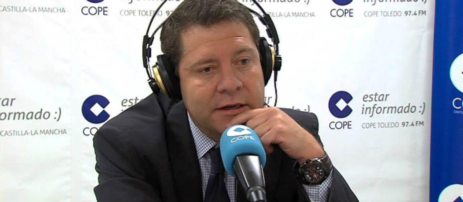 Emiliano García Page, presidente de Castilla-La Mancha, en el estudio de COPE Toledo.