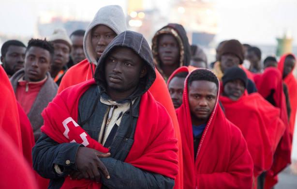 Inmigrantes rescatados en el Mar de Alborán. EFE