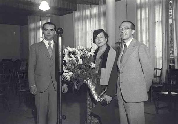 Hallan una fotografía inédita de García Lorca junto Margarita Xirgu en Barcelona