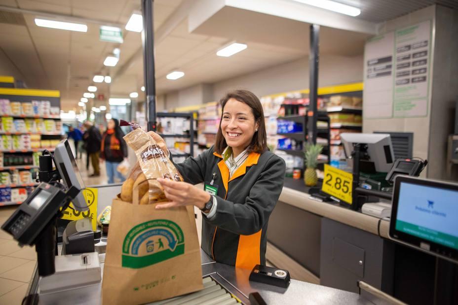 Mercadona retirará todas las bolsas de plástico de sus 1.600 supermercados antes de mayo