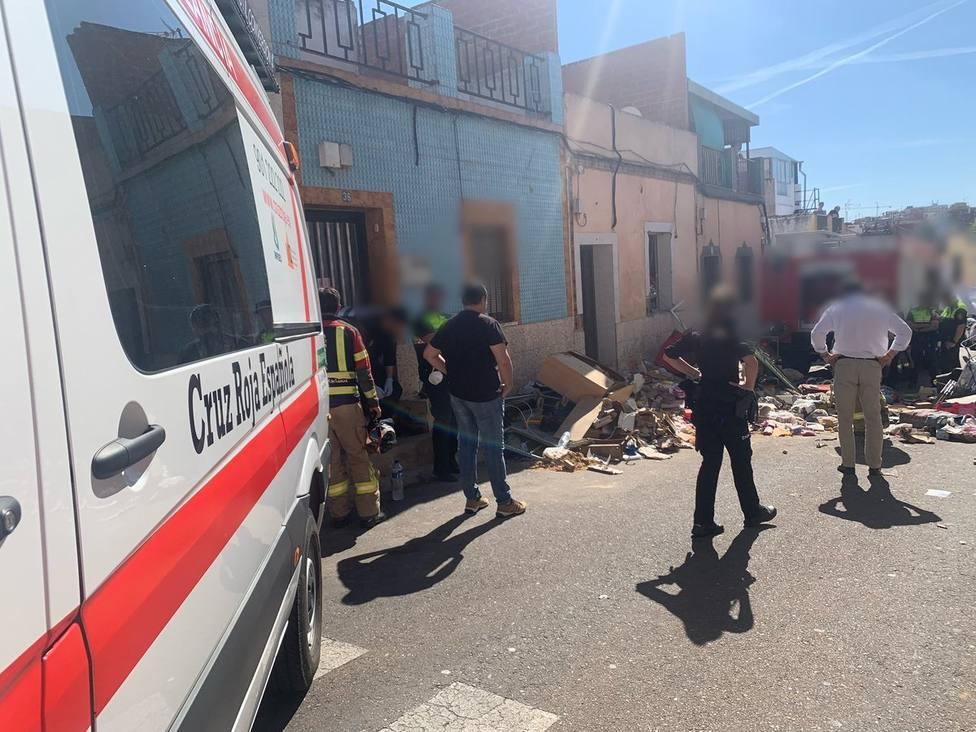 Una mujer muerta y dos heridos leves al derrumbarse una vivienda en Badajoz