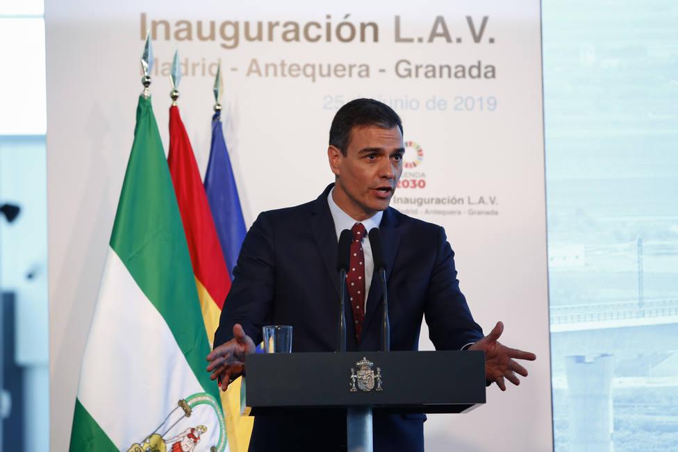 Pedro Sánchez augura que el AVE llevará más empleo y turismo a Granada