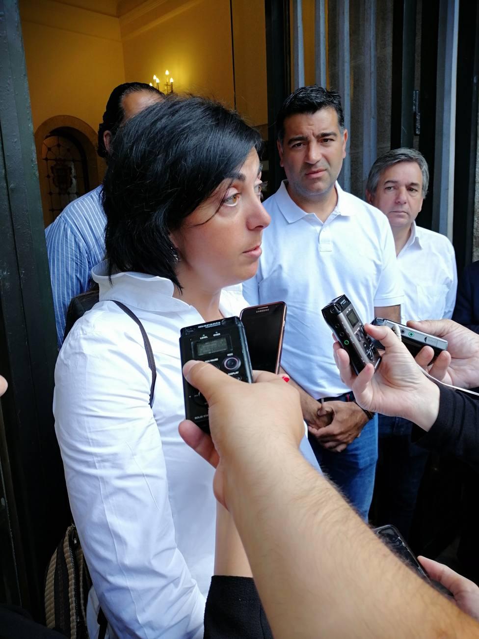 Elena Candia acompañada por otros políticos populares