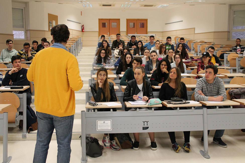 El alumnado de Grado de la Universidad de Jaén obtiene el segundo rendimiento más elevado de Andalucía