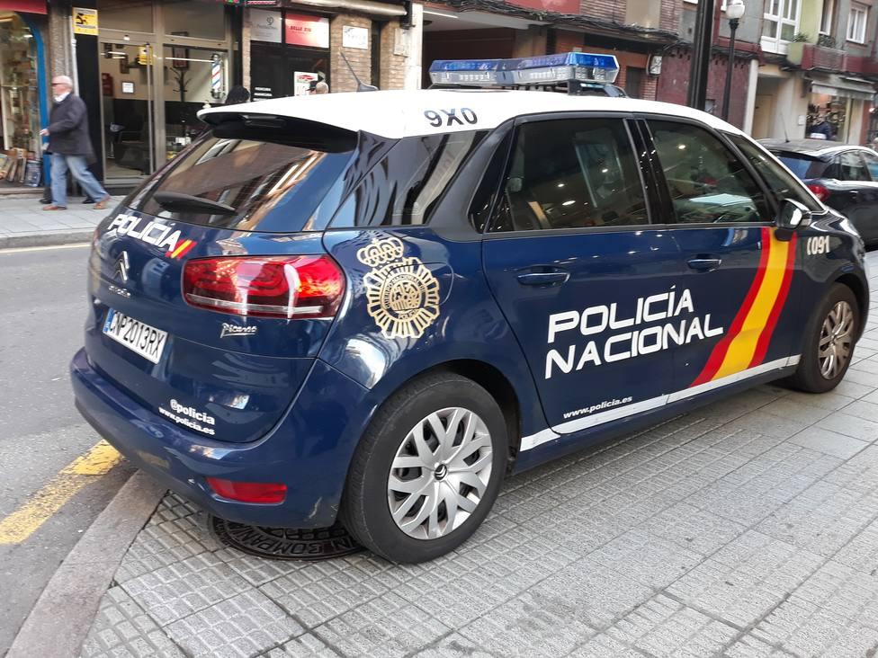 Coche CNP en una calle de Gijón
