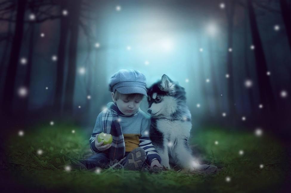 La emocionante relación entre un perro y un bebé que ha conmovido a las redes