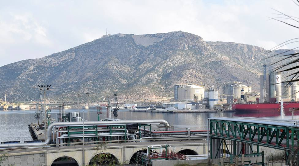 Avanzan las obras para la prolongación del rack de tuberías de Escombreras hasta la zona de El Fangal