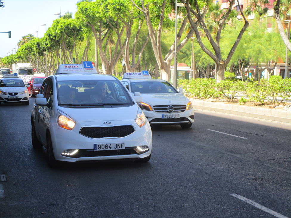 Advierten sobre la proliferación de ofertas engañosas para sacar el carnet de conducir en Almería