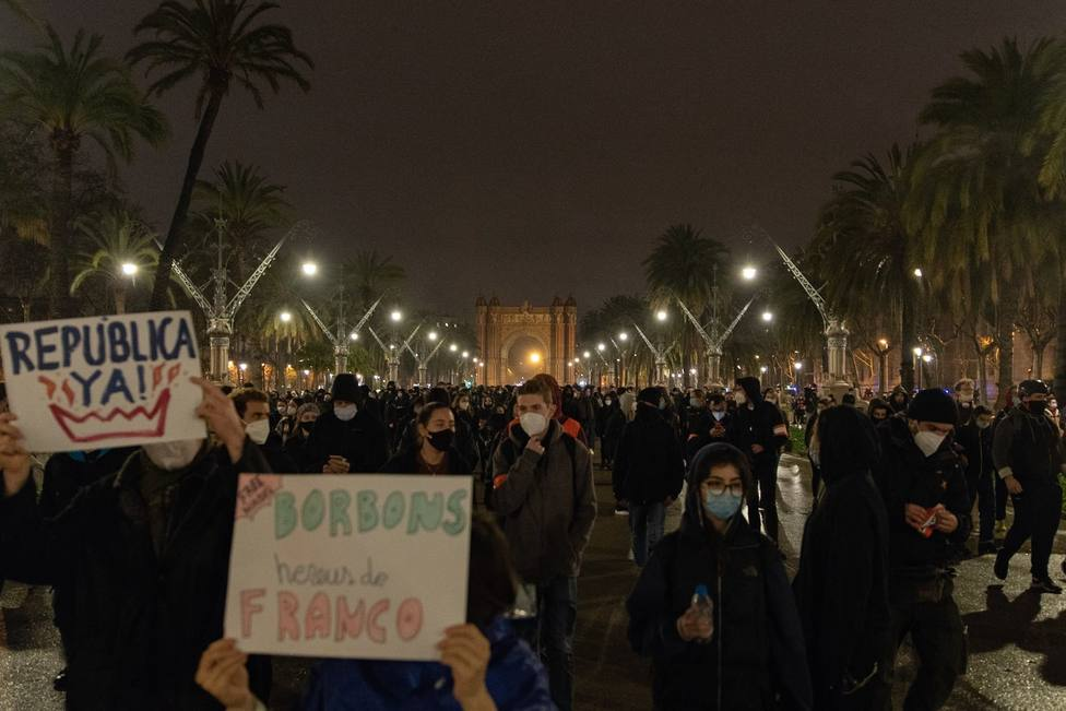 Unas 400 personas protestan en Barcelona contra los antidisturbios de Mossos y por Hasel