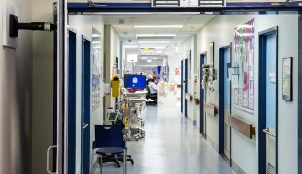 El coronavirus deja ocho fallecidos más y los ingresos suben de nuevo en Alicante