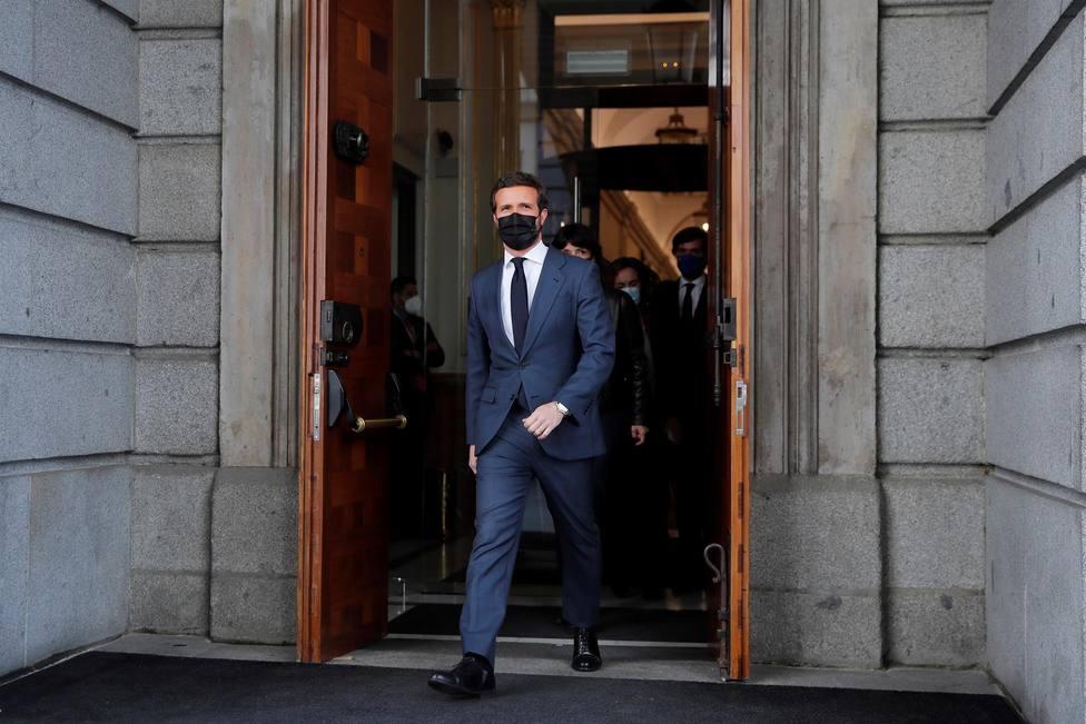 Pablo Casado abandonando el Congreso tras la sesión de control al Gobierno de este miércoles