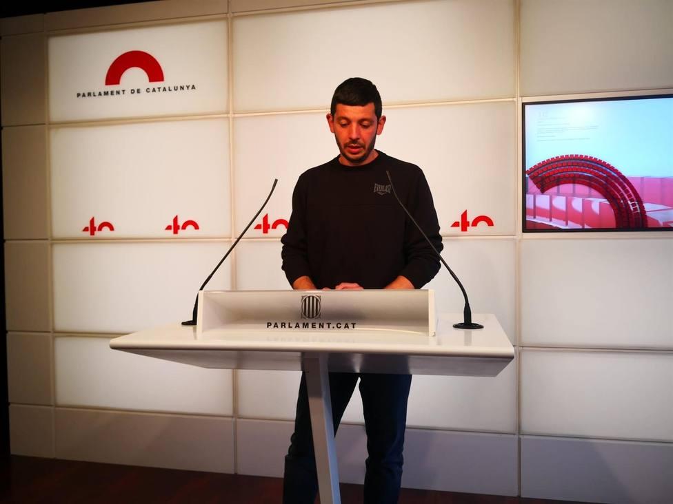El diputado de la CUP Xavier Pellicer en rueda de prensa en el Parlament - Europa Press