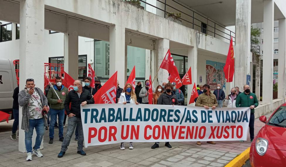 Los trabajadores de Viaqua en la movilización realizada este jueves por Fene - FOTO: Cedida