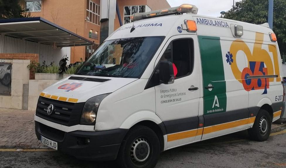 Heridas dos personas en una pequeña explosión en una lancha neumática en Almería
