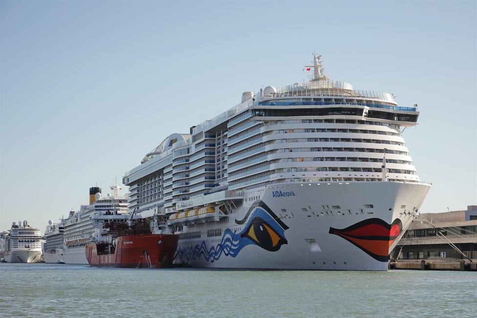 Un barco en el Puerto de Barcelona