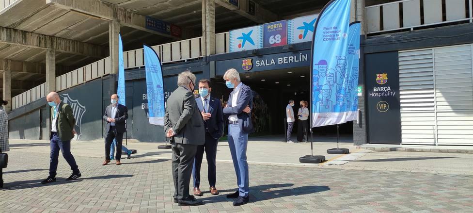 Pere Aragonès, Josep Maria Argimon y Jaume Pedrós delante la Sala Berlín-Camp Nou - Europa Press